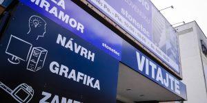 Plottrovaný polep na kompozitné panely pre Stonetec Bratislava - TwoAgency