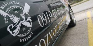 Inštalácia polepu na auto pre rozvoz Reštaurácia SK & HU Étterem - Twoagency