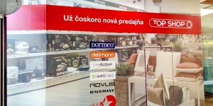 Reklamný polep pre Top Shop na sadrokartón Aupark Bratislava - TwoAgency