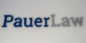 3D logo v kancelárií Pauerlaw - Viedeň